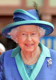 Queen Elizabeth II Photos - Queen Elizabeth II State Visit to Germany - Frankfurt - Zimbio