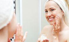Conheça 4 receitas caseiras para melhorar a pele e os cabelos utilizando o vinagre de maça, um item presente na maioria das cozinhas.