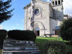 Escapada a Casa do Roble!! para descubrir el pueblo de #Guitiriz! Grandiosa iglesia de cruz latina, construida en granito local y cubierta de pizarra de la provincia. ☛ http://www.casadoroble.com/guitiriz #Iglesia #Lagostelle #CasaRural #naturaleza #Relax #paz #turismorural #Galicia #caminodesantiago #Lugo #Spain #Peregrino #Pilgrim  #스페인 #순례자