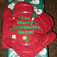 Looking for more awesome Christmas games for the kids? Check out these 30 Christmas games! These are perfect for family gatherings, winter boredom busters, or classroom parties! Xmas Games, Christmas Games For Kids, Fun Party Games, Holiday Games, Christmas Party Games, Xmas Party, Christmas Activities, Christmas Traditions, Family Christmas