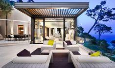Cozy Luxury Villa with Beautiful Beach Scenery : French Villa Design