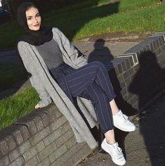 20 Ideas fashion style hijab casual colour for 2019 Street Hijab Fashion, Arab Fashion, Muslim Fashion, Modest Fashion, Classy Fashion, Fashion Dresses, Hijab Fashion Summer, Trendy Fashion, Style Fashion