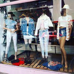 """938 Me gusta, 5 comentarios - #normalisboring (@reinatta_store) en Instagram: """"Como todos los #SABADOS. .. #HACETEFELIZ... TRAETE A 👉👉#REINATTA el local con mas onda Lejos!!!!…"""""""