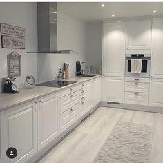 39 What You Need to Do About Modern Kitchen Cabinet Design Ideas - walmartbytes Kitchen Room Design, Kitchen Cabinet Design, Home Decor Kitchen, Kitchen Living, Interior Design Kitchen, Home Kitchens, Kitchen Ideas, Modern Kitchen Cabinets, Kitchen Flooring