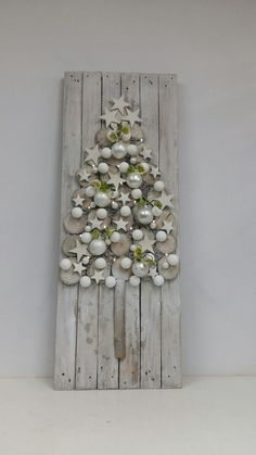 weiße Weihnachten - White Christmas decor Find our advent calenda. - Gifts and Costume Ideas for 2020 , Christmas Celebration Christmas Decor Diy Cheap, Indoor Christmas Decorations, Simple Christmas, White Christmas, Christmas Time, Victorian Christmas, Christmas Lights, Vintage Christmas, Christmas Stockings