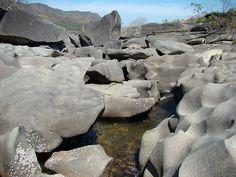 """www.delunademiel.es Paisaje LUNAR en Brasil, En el Parque Nacional Chapada dos Veadeiros, en el estado brasilero de Goiás, se encuentra otro de los paisajes rocosos llamados """"Valle de la Luna"""" (un nombre que por cierto, se repite en varios paisajes y países de Latinoamérica)."""