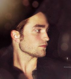 Robert Pattinson Rob Pattinson, Kristen And Robert, Robert Pattinson Twilight, Robert Douglas, Jaw Line, Fantasy Films, New Girlfriend, Young Actors, Back Off