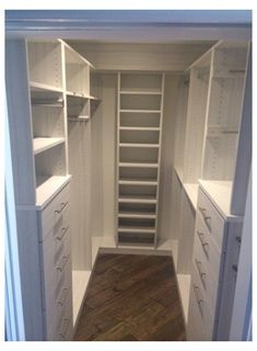 Small Master Closet, Walk In Closet Small, Walk In Closet Design, Small Master Bedroom, Small Closets, Closet Designs, Wardrobe Design, Built In Wardrobe Ideas Layout, Closet Ideas For Small Spaces