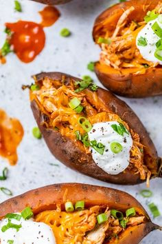 These Slow Cooker Chicken Enchilada Stuffed Sweet Potatoes made with chicken breast, cheese and enchiladas sauce are an easy one-pot meal! #slowcooker #crockpot #chicken #slowcookerchicken Ww Recipes, Cooker Recipes, Crockpot Recipes, Healthy Recipes, Skinnytaste Recipes, Chicken Recipes, Dinner Recipes, Lunch Recipes, Dinner Ideas