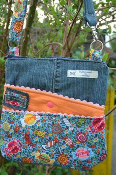 Patchwork Bags, Quilted Bag, Patchwork Designs, Blue Jean Purses, Diy Sac, Denim Handbags, Denim Purse, Denim Crafts, Old Jeans