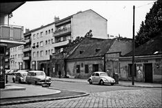 VW Beetles in Mautner-Markhof Gasse, 1110 Vienna. Dated Vienna Austria, Vw Beetles, Vintage Pictures, Old Photos, Old Things, Street View, History, City, Volkswagen