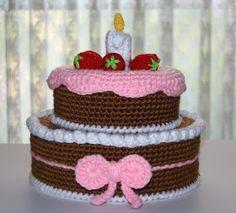 My comeback, my new adventure, Zak's birthday said! Crochet Cake, Crochet Food, Crochet Doilies, Fake Cake, Food Patterns, Crochet Cross, Loom Bands, Play Food, Food Crafts
