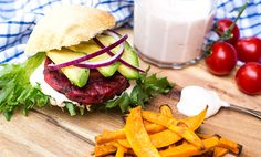 Rødbeteburger med fetakrem | Vegetarburger | EXTRA -