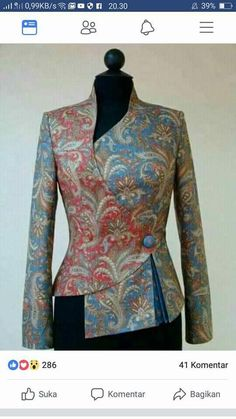 african fashion trends which looks fab! Blouse Batik, Batik Dress, Batik Blazer, Look Fashion, Fashion Outfits, Womens Fashion, Fashion Design, Fashion Trends, Fashion Check