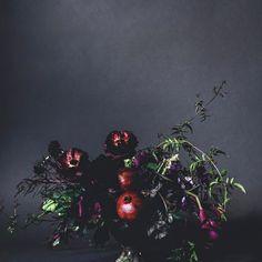 @hiltoncarter Red Party, Color Themes, Flower Vases, Colorful Flowers, Emerald Green, Floral Arrangements, Floral Design, Aesthetics, Colours