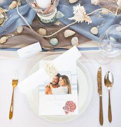 Passende Hochzeitspapeterie zur Tischdeko macht ganz schön was her.