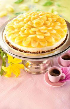 Banaaniaurinko | Pääsiäinen | Pirkka Finnish Recipes, Chocolate Bunny, Dessert Recipes, Desserts, Cheesecakes, Macaroni And Cheese, Tart, Sweet Tooth, Bakery