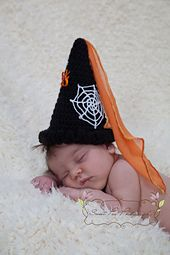 Who says has to be scary! This quick and simple crochet pattern includes hat and legwarmers, is easily transformed into a medieval princess set AND goes right up to adult size so mum and dad can join the fun too! Cute Crochet, Crochet Baby, Simple Crochet, Medieval Princess, Halloween Crochet, Pattern Library, Princess Style, Easy Crochet Patterns, Photo Props