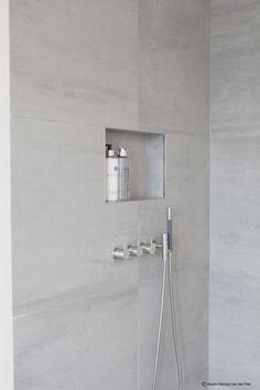 Condo Leiden © Studio M Nis in douche Bathroom Spa, Modern Bathroom, Small Bathroom, Master Bathroom, Bathroom Ideas, Tile Walk In Shower, Walk In Shower Designs, Minimalist Home Decor, Minimalist Bathroom