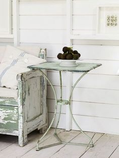 distressed settle and table