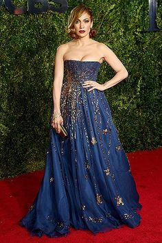 Jennifer Lopez, 2015 Tony Awards in Valentino Couture. Old Hollywood Glamour! She looks beautiful. Valentino Couture, Valentino Gowns, Versace Gown, Valentino Shoes, Red Carpet Dresses, Blue Dresses, 2015 Dresses, Midnight Blue Gown, Jennifer Lopez Red Carpet