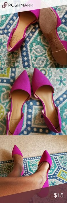 DV by Dolce Vita Slides Magenta slides that have no signs of wear on sole. These slides are too cute. They'd look great with a fun, flowy dress or some cropped jeans. There's a very small tear on the insole. Size 9. Shoes Flats & Loafers