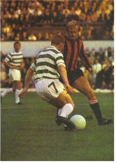Celtic 0 Man City 0 in Aug 1970 at Hampden Park. Jimmy Johnstone takes on Francis Lee in the friendly Manchester Football, Manchester City, Celtic Images, Hampden Park, Class Games, Celtic Fc, Professional Football, Vintage Football