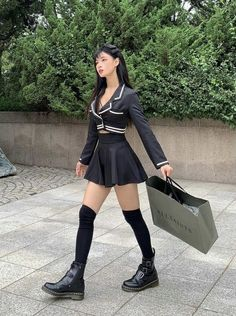 Korean Girl Fashion, Ulzzang Fashion, Kpop Fashion Outfits, Stage Outfits, Edgy Outfits, Korean Outfits, Cute Casual Outfits, Cute Fashion, Girl Outfits