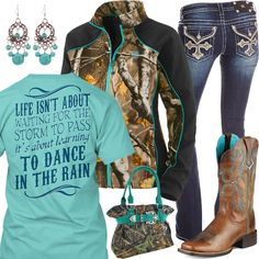 Dance In The Rain Ariat Boots Outfit - Real Country Ladies. I want every part of this outfit! Country Girl Outfits, Country Wear, Cute N Country, Country Girl Style, Country Fashion, Country Shirts, My Style, Country Music, Camo Outfits