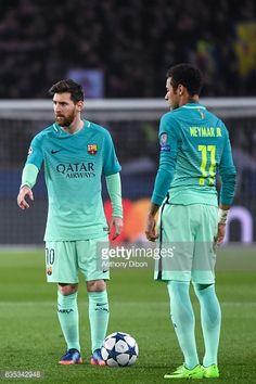 Fotografía de noticias : Lionel Messi of Barcelona and Neymar of Barcelona...