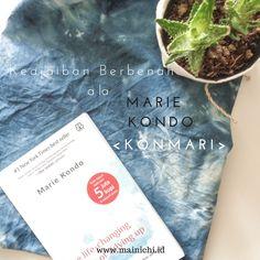 Ini adalah salah satu buku yang 'menampar' saya dan entah kenapa saya mersakan banyak kesamaan dengan apa yang dituturkan Marie Kondo dalam bukunya 'The Life-Changing Magic of Tidying Up'. Ini bukan...