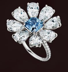 Leviev fancy colored diamond ring Absolutely stunning diamonds!