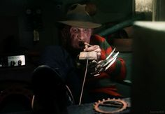 "Freddy Krueger's Top 18 Kills In The ""Nightmare On Elm Street"" Series - Decor Horror Icons, Horror Films, Horror Stories, Horror Art, Freddy Krueger, New Nightmare, Nightmare On Elm Street, Slasher Movies, Halloween Books"