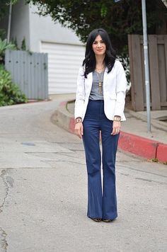"A pair of flared jeans will make those boring ""jeans and a top"" outfits a little more fun. Gap Outfits, Work Outfits, Fall Jeans, Professional Wear, Grey Blouse, Vintage Couture, Pretty Shoes, Pretty Clothes, Work Attire"