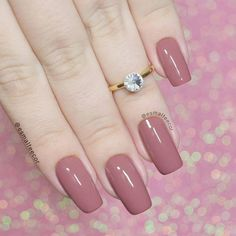 Prized by women to hide a mania or to add a touch of femininity, false nails can be dangerous if you use them incorrectly. Types of false nails Three types are mainly used. Mauve Nails, Dusty Pink Nails, Artificial Nails, Perfect Nails, Nail Polish Colors, Nail Arts, Manicure And Pedicure, Natural Nails, Nails Inspiration