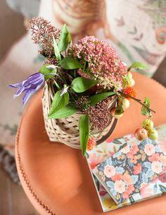 Cómo decorar tu casa con flores este otoño Rifle Paper, Santa Monica, Palm Beach Sandals, Chic, Neutral Palette, The Beach, Bordeaux, House Decorations, Flowers