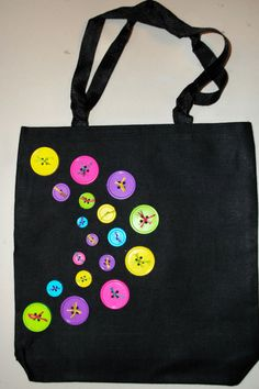 - - Wallpaper Tutorial and Ideas Diy Tote Bag, Embroidery Bags, Diy Buttons, Jute Bags, Patchwork Bags, Denim Bag, Fabric Bags, Button Crafts, Sewing A Button