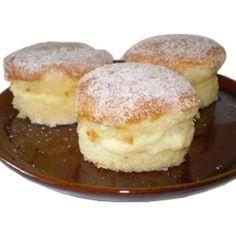 Portuguese Desserts, Portuguese Recipes, Portuguese Food, Sweet Recipes, Cake Recipes, Dessert Recipes, Cake Piping, Good Food, Yummy Food