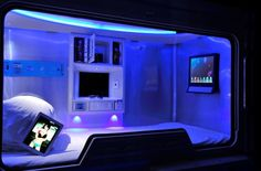 Pengheng Space Capsules Hotel opened a few months ago in Shenzhen, in China's Guangdong Province. The hotel has robots performing menial tas...