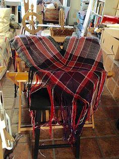 Ravelry: Piquita's V-shawl for FARM Davis Plaid Scarf, Ravelry, Shawl, Hand Weaving, Mad, Fashion, Moda, Hand Knitting, Fashion Styles