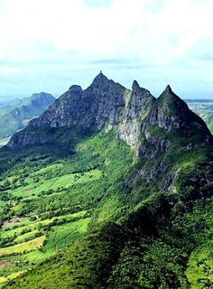 The mountains here in Mauritius look very different - see how pointy they are?