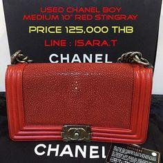 """กระเปาสวยๆมาละจา....ขายของนองใบ Chanel boy stingray 10"""" holo 16xxxxxxxx อปกรณครบ สภาพใหมมาก ซอมา 165000 ใช2-3ครง ขอขายตอราคา 125000 THB เทานน.!! สนใจตดตอ Line: Isara.t  #siambrandname #sbn #chanelboy #used #chanelclassic #louis #secondhand #chanel #chanelbag #milin #gucci #sale #onsale #shoes #usedmilin #usedchanel #kwankao by tatotukta"""