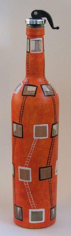 Botella pintada, $120 en https://ofeliafeliz.com.ar