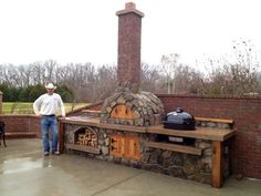Outdoor Pizza Oven for Outdoor Living Space Ideas: Patio Design Ideas With Outdoor Pizza Oven And Firewood Storage Also Outdoor Kitchen With Building A Brick Oven And Brick Fences Plus Concrete Patio Paver With Lawn For Backyard Rustic Outdoor Kitchens, Outdoor Kitchen Design, Rustic Kitchen, Pizza Oven Outdoor, Outdoor Cooking, Four A Pizza, Outdoor Living, Outdoor Decor, Outdoor Projects