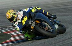 WSB meeys MotoGP. 2010 Rossi tests the R1 and his leg