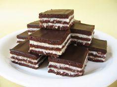 klapper – Page 2 – Kreatiewe Kos Idees Baking Cupcakes, Cupcake Cakes, Chocolate Coconut Slice, Sweet Bar, Hungarian Recipes, Good Foods To Eat, Dessert Drinks, Fun Cooking, Sweets Recipes