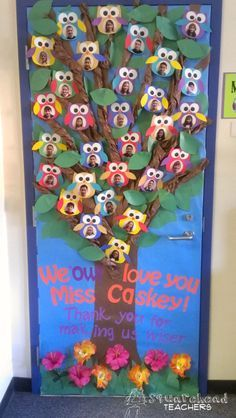 Adorable Owl Classroom Door - squareheadteachers Whoooo's in Blue Room?Adorable Owl Classroom Door - squareheadteachers Change to Looks WHO is in our classSquarehead Teachers: Owl door for owl themed classroom or teacher appreciation Owl-Them Door Displays, Classroom Displays, Classroom Themes, Garden Theme Classroom, Fall Classroom Decorations, Classroom Organization, Owl Classroom Door, Classroom Teacher, Kindergarten Classroom