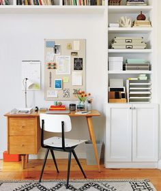 Dream of trading in your perpetual piles for an appealing hub that keeps family life running smoothly? Turn a cluttered desk into a streamlined command center.