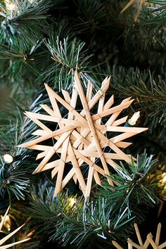 German Straw Stars....used to make those with my Mom when we were kids...got to look it up and do it with the grandkids :)