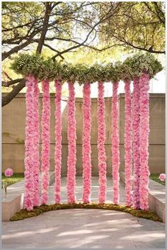 Altar Flowers for Wedding. Read more: http://memorablewedding.blogspot.com/2013/07/altar-flowers-for-wedding.html